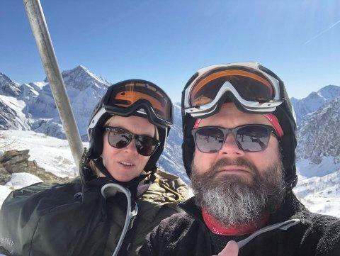 Heidi Kristina og Gaute Westli sitter i hjemmekaranten på Landås etter skiferien i Nord-Italia.