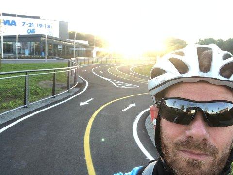 Motorvei for sykkel: Thomas Gangenes fra Østhusvik er en ivrig syklist på jobbvei til Forus. Han synes den nye motorveien for sykkel som bygges i distriktet er kjempebra for at flere skal velge å sykle framfor å kjøre bil.