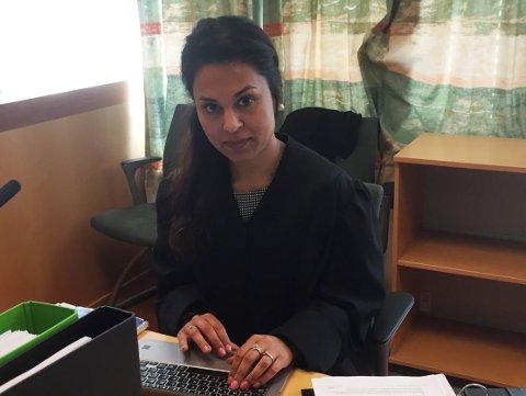 Sidra Bhatti forsvarer 24-åringen som er tiltalt for 50 innbrudd.