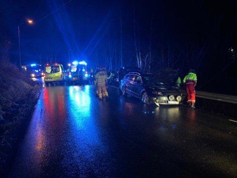 Ulykken skjedde på Tomterveien. En sjåfør har fått førerkortet beslaglagt.