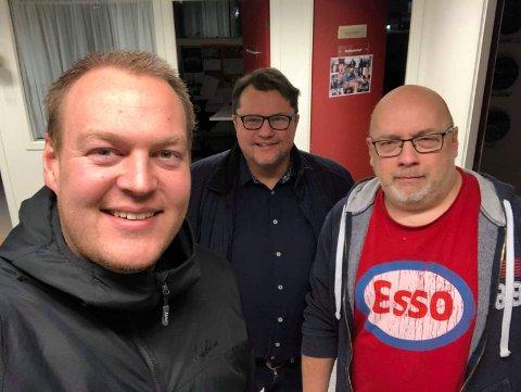 METTE OG GLADE: Fredrik Helland, Per Øyvind Helle og Arne Hjorth Johansen er ikkje lei av burgarar enno. Sjå så mette og glade dei er!