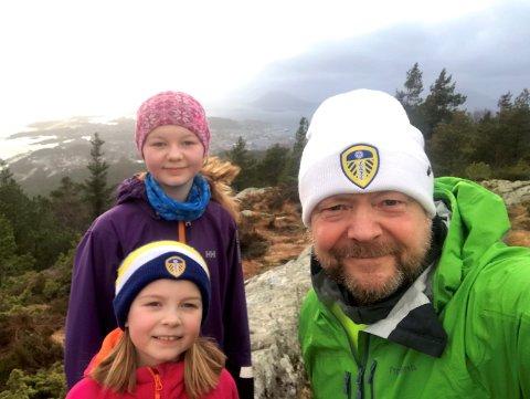 PÅ TUR: Turlagsleiar Bengt Solheim-Olsen er på Brandsøyåsen nesten kvar dag no. Anten med døtrene Sara og Maren eller åleine.