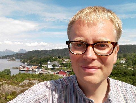 FORFATTAR: André N. Haave trur boka kan brukast som oppslagsverk for dei som vil setje seg inn i lokalhistoria til Førdefjorden.