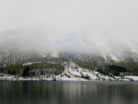 FORLENGJER: NVE  ser at dei må halde fram med å varsle snøskred. Seinast for få dagar sidan gjekk eit større snøskred ved Fetvatnet i Sykkylven i Møre og Romsdal.