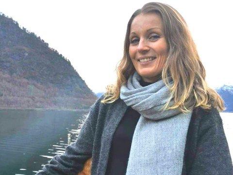 BEKYMRA: Nestleiar Anne Jo Bjordal i Dyrebeskyttelsen meiner det er godt over 30 kattekoloniar i Sogn og Fjordane.