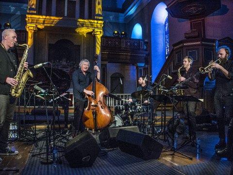 SISTE KONSERT: Arild Andersens sekstett fikk avslutte Vinterjazzfestivalen i Østre Fredrikstad Kirke.Foto: Geir A. Carlsson