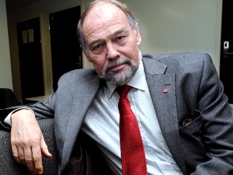 Vil skrote storregion: Svein Roald Hansen (Ap) sier nei til   tvangssammenslåing og vil beholde dagens fylker. Spørsmålet er hva KrF gjør. (Arkivfoto: Trond Thorvaldsen)