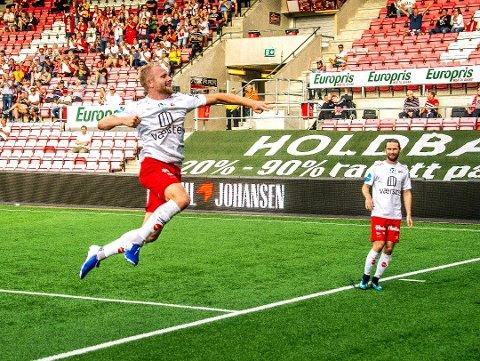 SCOIRNGSGARANTIST: Henrik Kjelsrud Johansen er klar for å skyte FFK til OBOS-ligaen.
