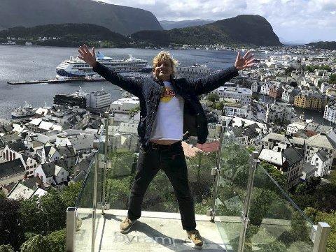 GLOBETROTTER: Vidar er en bereist herremann. Her fra verdenskongressen til Bache Gabrielsens Venner i Ålesund. Foto: Thor Hauge