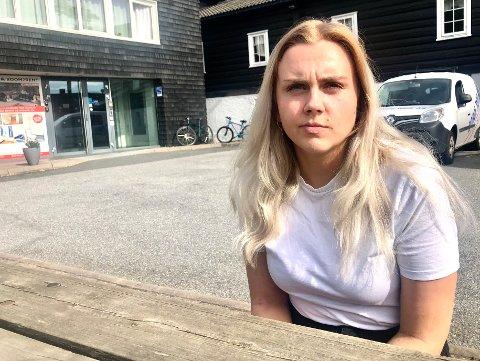 Maiken Regine Solheim og hennes samboer var fire ganger i kontakt med legevakta i Sarpsborg sent fredag kveld og natt til lørdag. Men de fikk ingen hjelp til mannen de syntes framsto som syk og redd.