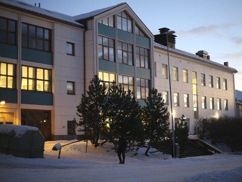 TILSTO: En 17 år gammel elev ved Narvik videregående skole, studiested Oscarsborg, innrømte i går bombetrusselen som førte til blant annet stengte skoler i Narvik i forrige uke. Det skal verken ha vært laget eller planlagt laget en bombe. Illustrasjonsfoto: Fritz Hansen
