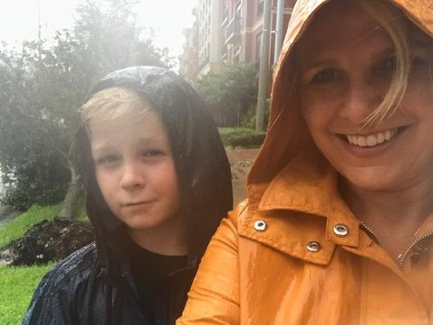 Det har regnet enorme mengder nedbør på Thorhild, sønnen Daniel og resten av befolkningen i Texas de siste dagene.