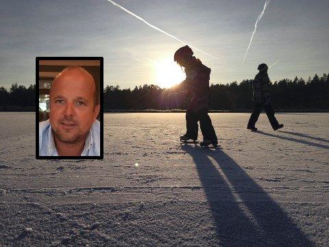 SKREMMENDE: Til alt hell var Lars Kristian Larsen (innfelt) og familien hans i nærheten da en 8-årig jente gikk gjennom isen i nærheten av Vassbånn, sør for Borrevannet. (Illustrasjonsbildet er fra Adalstjern, og tatt i en annen sammenheng.)