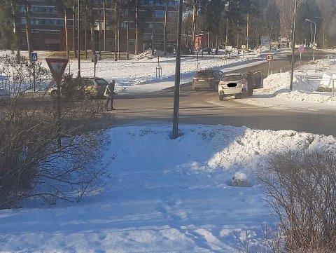 Lørdag ettermiddag kolliderte to biler i krysset mellom Eidemsgate og Parkveien.