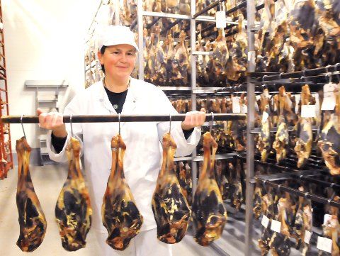 SNART JUL IGJEN: Heidi Holen på Bjorli Fjellmat nærmer seg målet i produksjonen av varer til julesesongen.