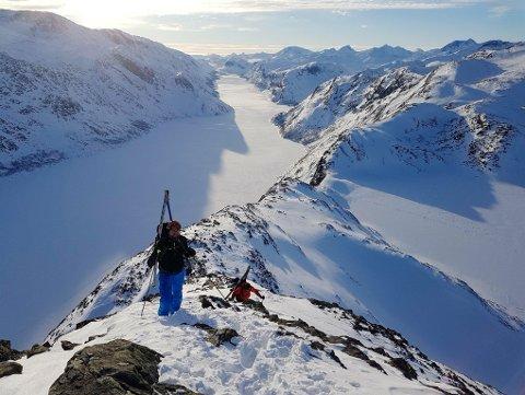 OVER EGGEN: Stadig flere går over Besseggen om vinteren. - Det var en veldig spektakulær tur, sier Tore Haverstad fra Sør-Fron. I helgen gikk han med to kompiser over Besseggen.