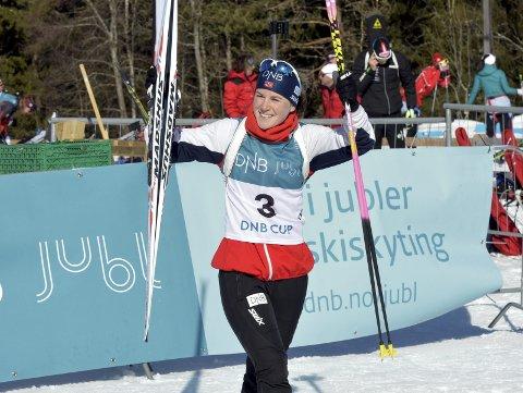 JUBEL: Endelig kunne Sigrid Bilstad Neraasen strekke armene i været og juble. NM-bronsen var gull for Vingrom-løperen.
