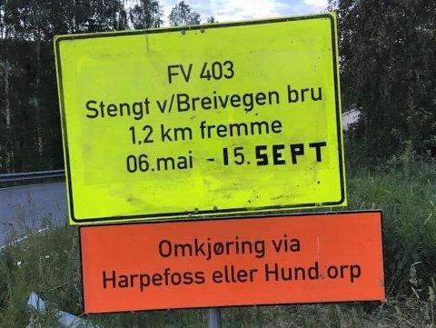 Breivegen bru på Hundorp blir stengt i to nye måneder fordi et omfattende vedlikeholdsarbeid ikke har blitt sluttført. Det melder Statens vegvesen onsdag.