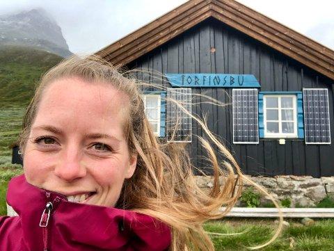 Christina Torsdatter Wethal (30) fra Kløfta hadde egentlig planer om å gå fra Torfinnsbu til Gjendebu onsdag. Torsdag våknet hun opp til nysnø.  – Jeg hadde ikke forventet nysnø i juli