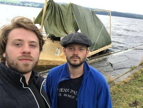 PANIKK: Da vann skvulpet inn i sengene til Torgeir Knutsen og Erik Forberg, fikk de panikk. Nå er de rådville.