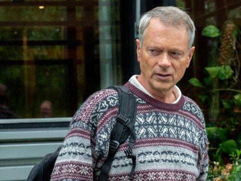 ADVARER: Sokneprest Jens Dale ble lurt av Marie Madeleine Steen tidlig på 90-tallet. Nå advarer han andre mot å være godtroende i møte med henne.