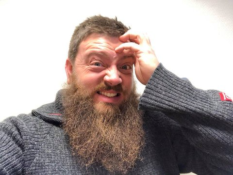 – HJELP! Øyvind Sogn legger ikke skjul på at det er med skrekkblandet fryd han har takket ja til å være med på radio-konkurranse. Nå håper han Jevnaker-folk stiller opp.