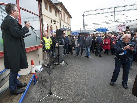 TIDA GÅR: I 2013 kjørte et demonstrasjonstog bokstavelig talt til Halden. Det er fem år siden ...