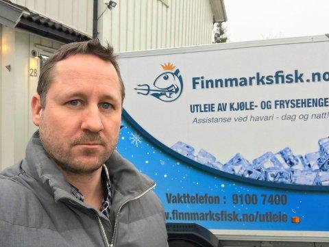 LEGGER NED: Cato Signebøen har solgt fisk av høy kvalitet fra Nord-Norge gjennom Finnmarksfisk AS i tre år. Nå legges fiskesalget på is fordi de sliter med å få tak i varer. Fiskeleverandørene prioriterer større kunder.