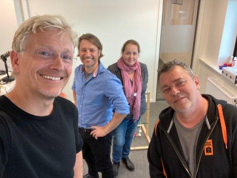 I denne episoden av Wiels plass hører du Joakim Karlsen (f.v), Ole Richard Holm-Olsen, Trine Høistad og Trond Henriksen.