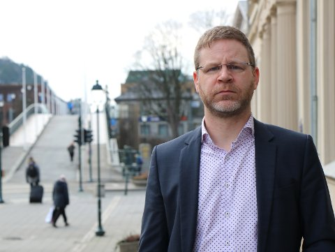 SMITTE: Kommunedirektør Kent-Arne Andreassen forklarer hvorfor Halden-skolen fortsatt er på gult nivå.