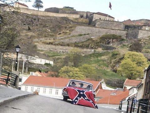 Sørstatsflagget: Flagget kan ikke ha en betydning i Halden, og en annen i resten av verden.