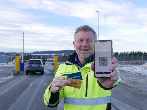 NY ORDNING: Driftssjef Stig Fjerdingen i Sirkula IKS viser fra adgangsbeviset som tas i bruk på anlegget fra 8. mars.