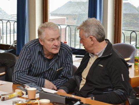 Skeptisk: John Helge Rasmussen (Ap), til venstre, forsvarte punkt 8 i innstillingen fra Utviklingskomitéen, som sier at SKL også skal utrede flomtunnel uten kraftverk. Punkt 8 ble fjernet.