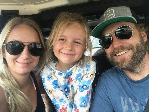 – IKKE REDDE: Ingrid Marie Widvey (32) med datteren Sofie (6) og ektemannen Øystein (42).