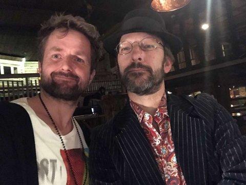 SELFIE: Videoregissør Thomas Mortveit sammen med Tom Roger Aadland etter lørdagens konsert. Nå skal Mortveits opptak av konserten brukes som materiale til en ny musikkvideo.