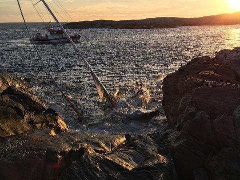 Bilde av båten tatt tirsdag kveld.