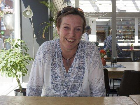 BOKLANSERING: Inger Postvoll fra Haugesund lanserer sin første voksenbok lørdag.