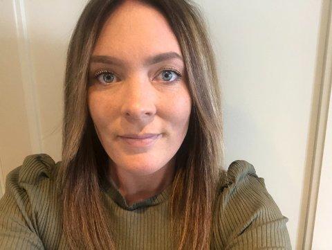 ETTERLENGTET: Cecilie Grønås (33) forklarer at det var etterlengtet og endelig få pynte igjen. Under pandemien har det kun vært en brud innom salongen.