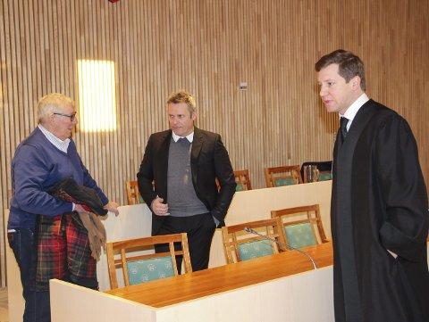 TREKLØVER: Terje Røren Johansen (i midten) er i dag administrerende direktør ved Trenor på Hemnesberget. Her sammen med sin forgjenger ved Trenor, Odd Erik Larsen (t.v.)  og advokat Bjørn  Immonen. Bilder: Rune Pedersen