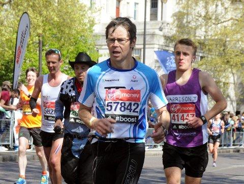 IMPONERTE: Jan Helge Balto løp alle de tre lengste distansene i Oslo Maraton. Det blir en distanse på 73 kiilometer. Bildet er fra en tidligere maraton i 2014. Foto: Privat