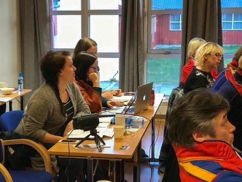 SAMETINGET: Samerådsmedlem Silje Karine Muotka stilte blant annet spørsmål til til FeFos direktør, Jan Olli. Foto: Leif Gøran Wasskog