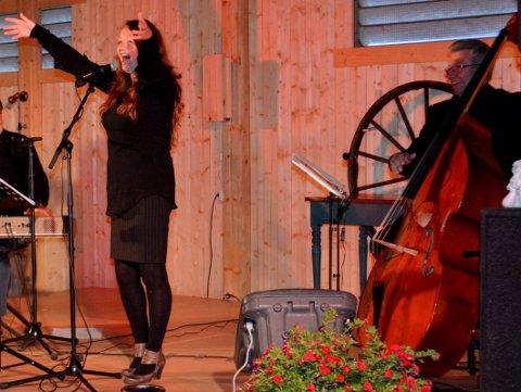 Tolker cassidy: Siri Malerbakken og Hans Ulviken er blant musikerne som skal hylle Eva Cassidy i Aurskog kirke lørdag.foto: anne enger mjåland
