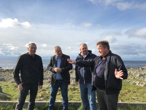 GJESTER: Frp-besøk på rasteplassen på Hårr. Frå venstre: Paul Skretting, Bård Hoksrud, Roy Steffensen og Svein Arve Nygård.