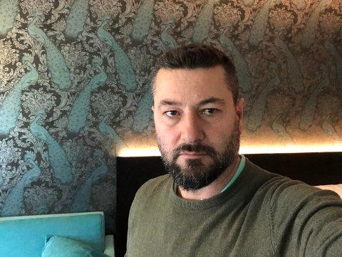 LEI AV Å IKKE VITE: Bajram Goruzhdaj har vært på karantenehotell siden før helgen. – Det er frustrerende å ikke vite hvor lenge jeg må bli her, sier han. Foto: Privat