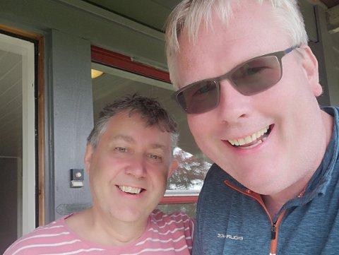 Revyduoen Arne Torget (t.h.) og Ole Bergesen (t.v.) skipar til lokalrevy på 5460 på Husnes i oktober. (Foto: Privat)