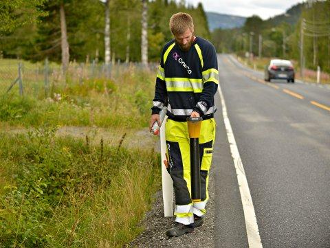 Strømbrudd i Jondalen. Hektisk leting etter feilen. Per Ove Nilsen i OneCo.  FOTO: JAN STORFOSSEN