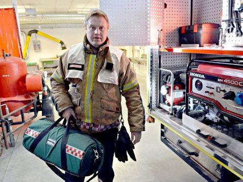 BRANNFOREBYGGING: Brannsjef i Rollag, Jørn Hjalland, minner om at antall boligbrann øker om høsten da folk er mer inne og fyrer og tenner levende lys.