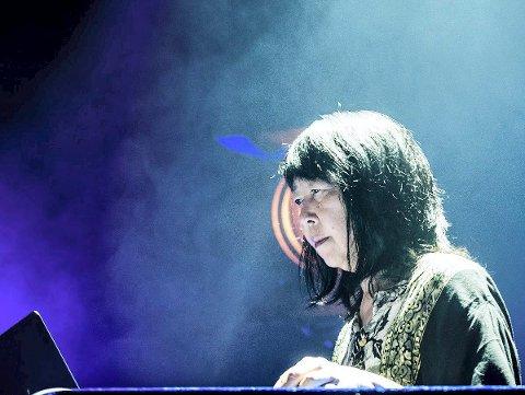 LEVENDE LEGENDE: Ikue Mori holder konsert for et lite publikum på Galleri Åkern jazzfredagen.