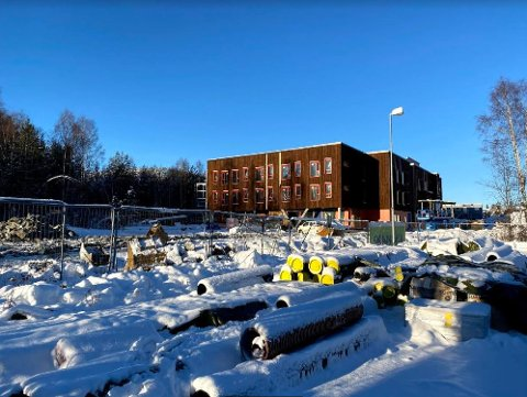 SMITTE: Arbeidene på Edvardsløkka på Raumyr fortsetter, selv om en person er smittet med korona.