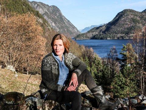 HÅP: Benedickte Nes i Miljøpartiet de grønne lover å fortsette kampen mot Telemark Ring - selv om reguleringsplanen er godkjent. Hun ber Notoddens befolkning om å våkne opp - og se hvordan naturen blir rasert rett utenfor stuedøra.